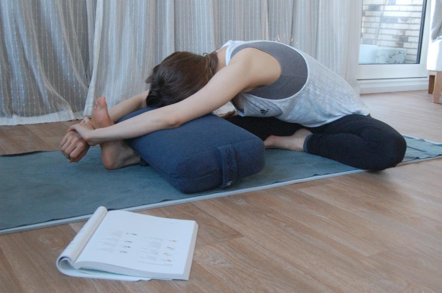 vooroverbuiging tegen spanningshoofdpijn hoofdpijn yoga migraine