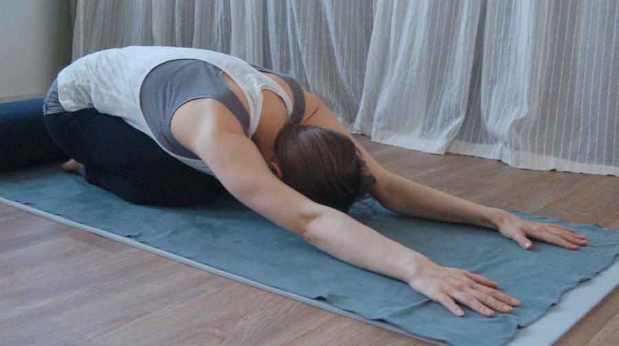 kindhouding yoga tegen hoofdpijn spanningshoofdpijn migraine