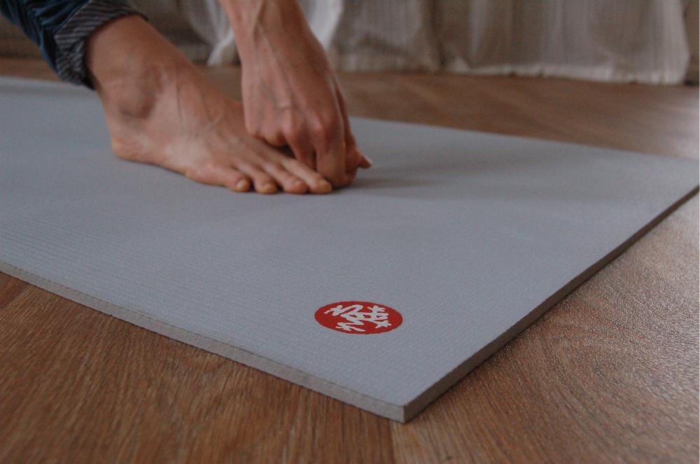 yoga mat manduka pro lichtblauw