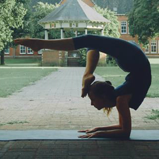 yoga instagram achteroverbuiging
