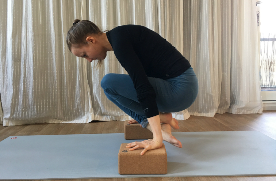yoga kracht lolasana yogablokken kurk