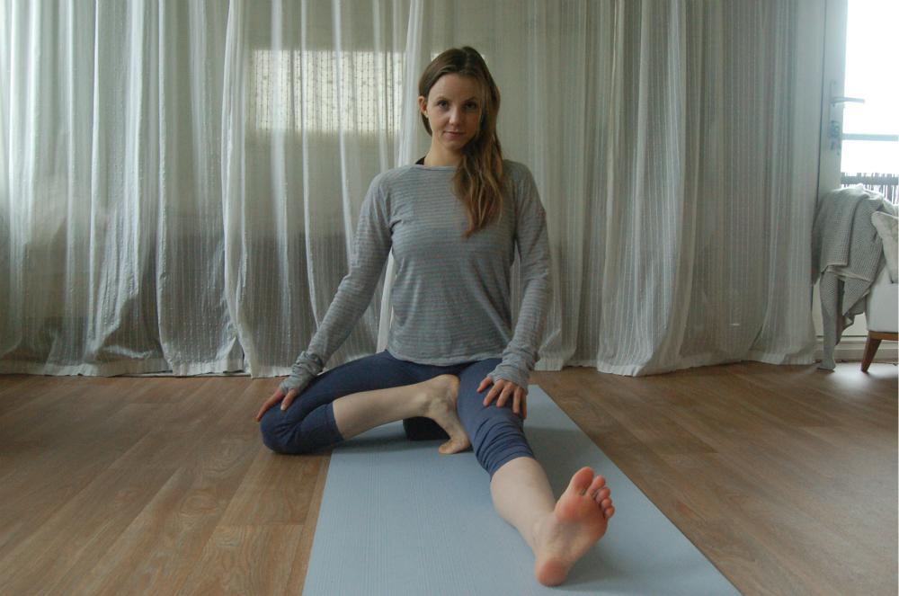 ashtanga yoga janu sirsasana c blok props