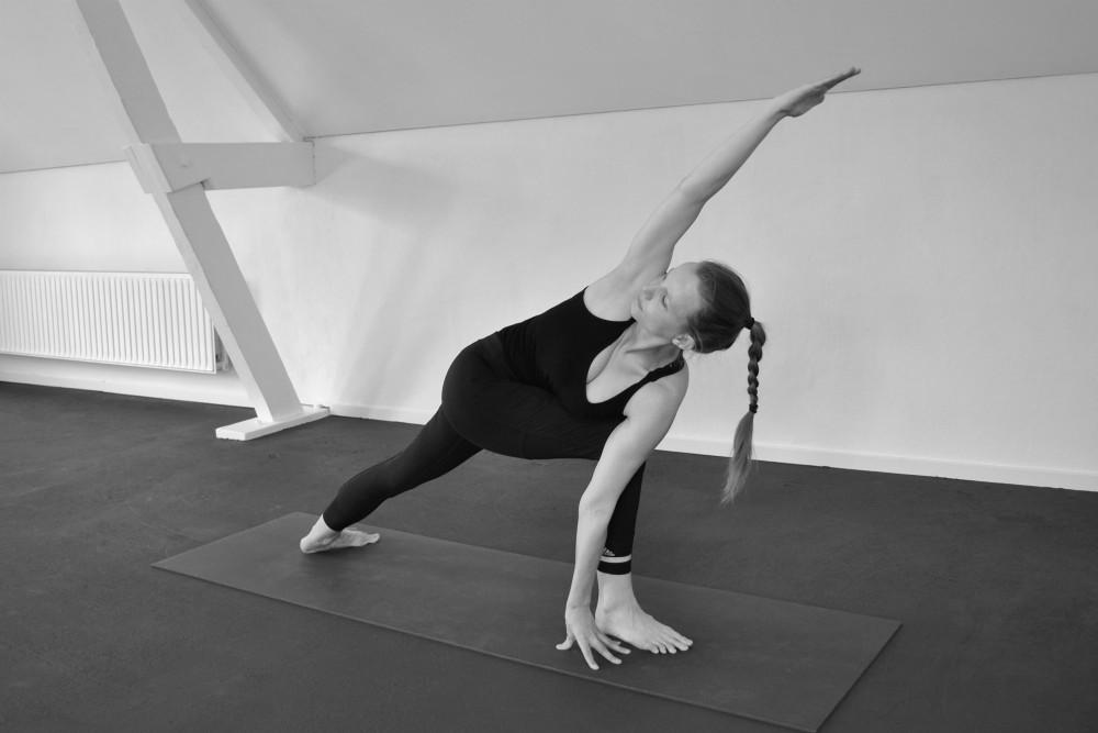 yoga houdingen tekeningen