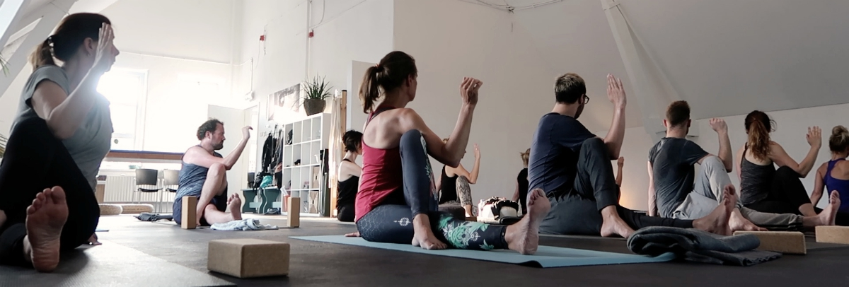 yoga studio docenten