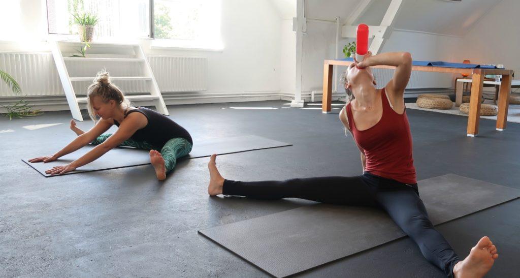 water drinken tijdens de yoga