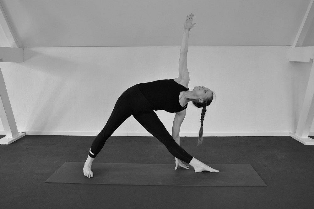 trikonasana yoga houding