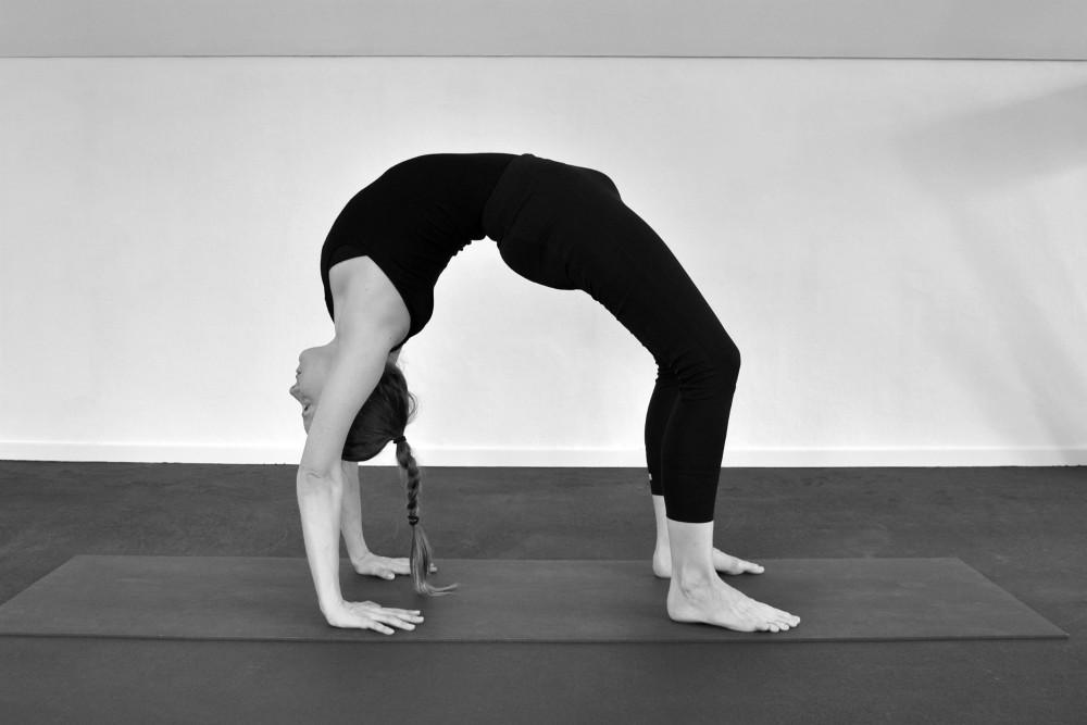 yoga houding urdhva dhanurasana
