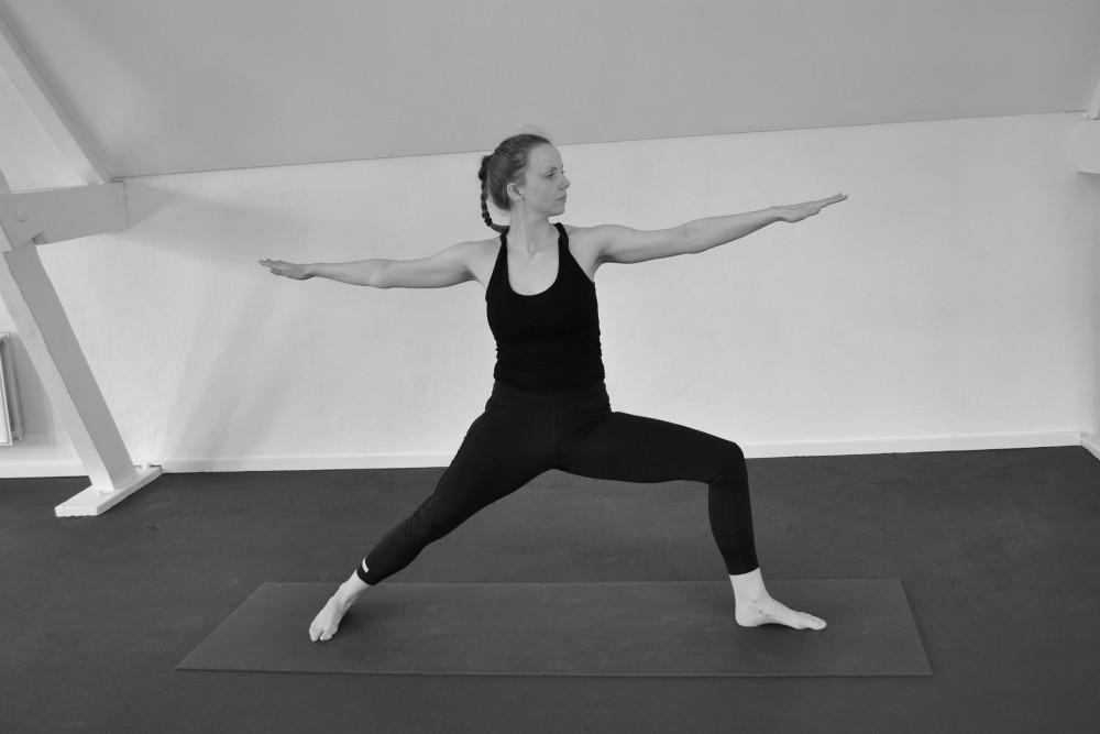 yoga houding virabhadrasana