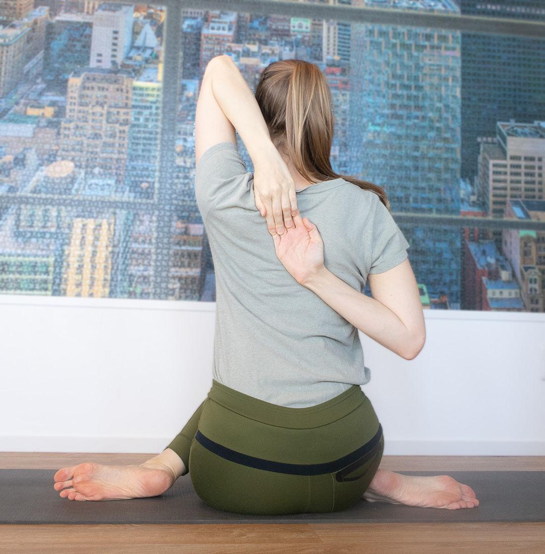 yoga schouders